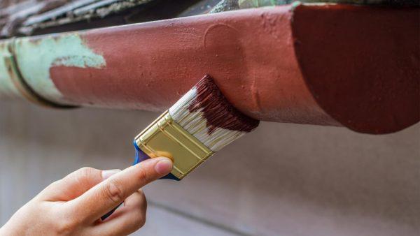 czym usunąć farbę z metalu